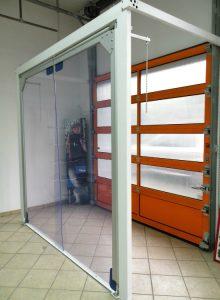 Brama wahadłowa PVC z przezroczystym płatem